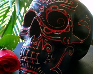 Série «Bones» Aérosol, encre et gravure sur tirelire en céramique
